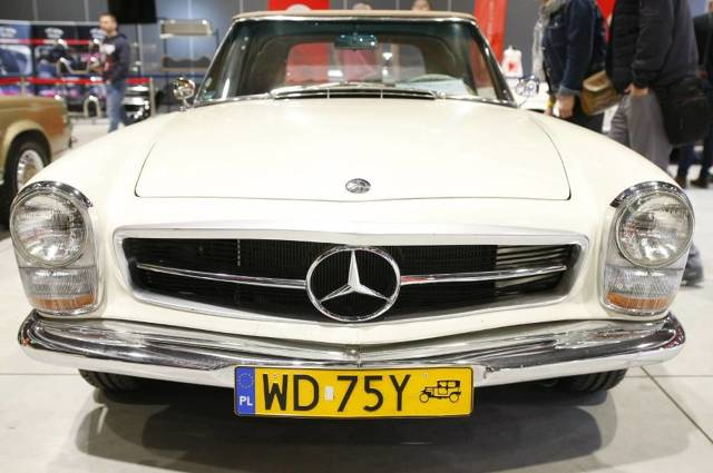 Auto Nostalgia 2019   W Global Expo na Modlińskiej zaparkowały klasyczne samochody i motocykle. Przez cały weekend oglądać można było youngtimery i oldtimery. Wszystkie pieczołowicie odrestaurowane przez ich właścicieli. Na wielkiej hali znalazło się kilkaset pojazdów.   Fot. Szymon Starnawski