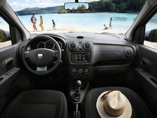 Persoanele insidioase vor spune că, atunci când cumpărați o mașină second-hand de ocazie, puteți obține o Dacia nou-nouță din showroom.  Există ceva în el, pentru că marca românească a stăpânit aproape perfect reducerea costurilor și, în consecință, scăderea prețului final.  Dar o Dacia uzată?  Este o ofertă atractivă?  Verificăm acest lucru în exemplul modelului familiei Lodgy.  poza daciei