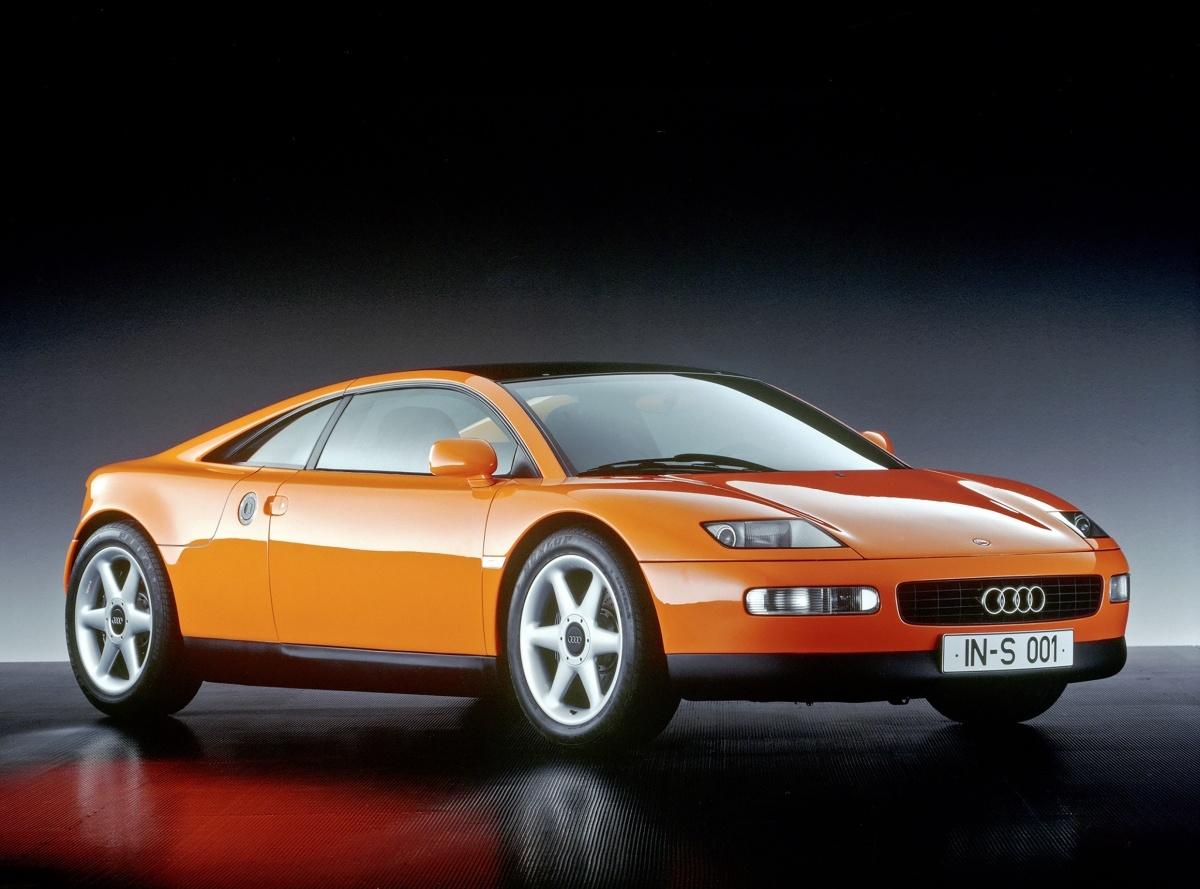 Głównymi atrakcjami stoiska marki z Ingolstadt będą modele Audi quattro Spyder oraz Audi Avus quattro. Oba te prototypy zaprezentowane były po raz pierwszy w roku 1991. Na stoisku znajdą się również inne pojedyncze oraz rzadko prezentowane pojazdy, np. prototyp rajdowego Audi grupy S z centralnie montowanym silnikiem oraz jedyny istniejący motocykl marki Audi / Fot. Audi