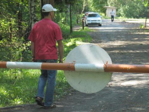 Fot. Arkadiusz Gola:  Na drogę leśną można wjechać samochodem tylko wtedy, gdy jest ona oznakowana drogowskazami dopuszczającymi ruch pojazdów.