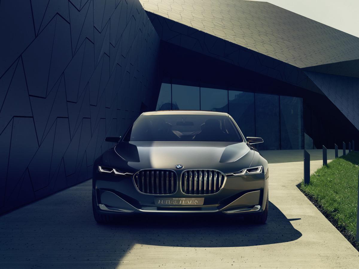 BMW Serii 9 pod względem stylistycznym ma nawiązywać natomiast do konceptu Vision Future Luxury. Pod maską może zagościć doładowany silnik V8,a w przyszłości ma pojawić się także odmiana hybrydowa / Fot. BMW