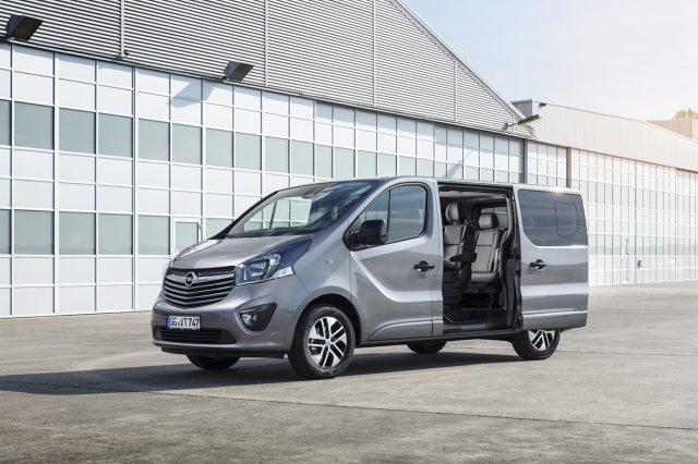 Opel Vivaro Tourer    Dzięki licznym możliwościom konfiguracji wnętrza nowy Opel Vivaro Tourer ma cechy umożliwiające mu pełnienie funkcji podróżnego saloniku biznesowego.  Fot. Opel
