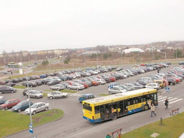 Brakuje miejsc parkingowych przed szpitalem w Słupsku