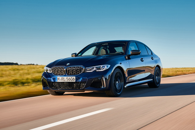 W wyposażeniu standardowym nowych modeli BMW M340d xDrive jest m.in. sportowy układ jezdny M i adaptacyjny sportowy układ kierowniczy. Fot. BMW
