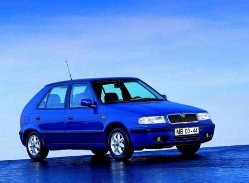 Fot. Skoda: Godna polecenia jest Skoda Felicia napędzana silnikiem Volkswagena. Czeska jednostka napędowa 1,3 l jest bardziej zawodna. Na zdjęciu Felicia z nadwoziem hatchback.