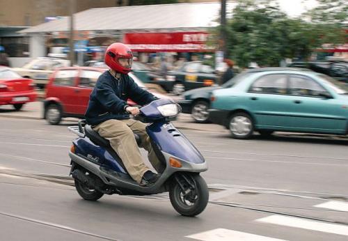 Fot. Paweł Łacheta: Motorowery i skutery cieszą się w Polsce coraz większym zainteresowaniem. To dobry prezent dla latorośli – uważają rodzice.