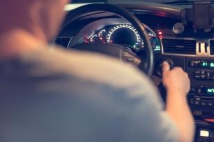 Polisa OC. Ile za ubezpieczenie płacą młodzi kierowcy? Jak znaleźć tańsze OC?