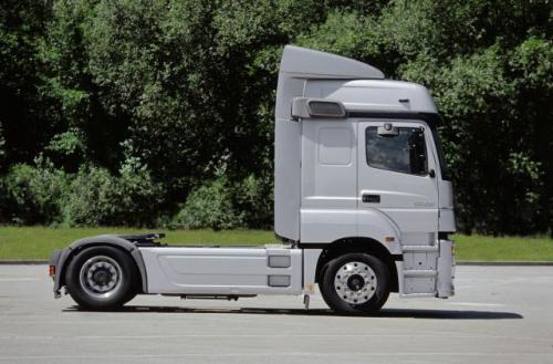 Fot. Mercedes-Benz: W ubiegłym roku sprzedano w Polsce blisko 11,5 tys. nowych ciężarówek. To o 3 tys. więcej niż w 2003 r. Największym zainteresowaniem cieszyły się ciągniki siodłowe.
