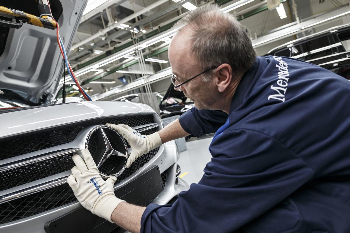 Jak podaje w swoim raporcie Instytut Badań Rynku Motoryzacyjnego SAMAR w marcu 2021 roku w Polsce zarejestrowane zostały 10 132 samochody klasy premium, o 33,88 proc. więcej niż w lutym tego roku oraz o 70,72 proc. więcej w zestawieniu z marcem roku 2020. W I kwartale 2020 roku krajowe wydziały komunikacji wpisały do swoich baz danych 23 883 samochodów z wyższej półki, o 26,10 proc. (4 944 sztuki) więcej w porównaniu z analogicznym okresem roku ubiegłego. Fot. Daimler
