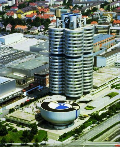 Fot. BMW: W Europie Zachodniej kondycja przemysłu motoryzacyjnego jest utożsamiana z siłą gospodarki. Na zdjęciu siedziba koncernu BMW.