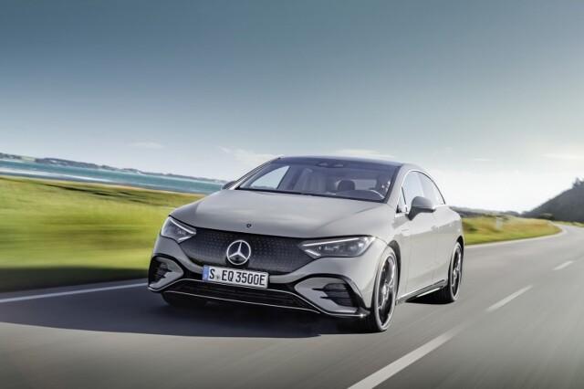Mercedes EQE  Zaledwie kilka miesięcy po premierze EQS-a marka Mercedes-EQ prezentuje kolejny model oparty na architekturze opracowanej specjalnie dla pojazdów elektrycznych – sportowo-biznesową limuzynę EQE.  Fot. Mercedes-Benz