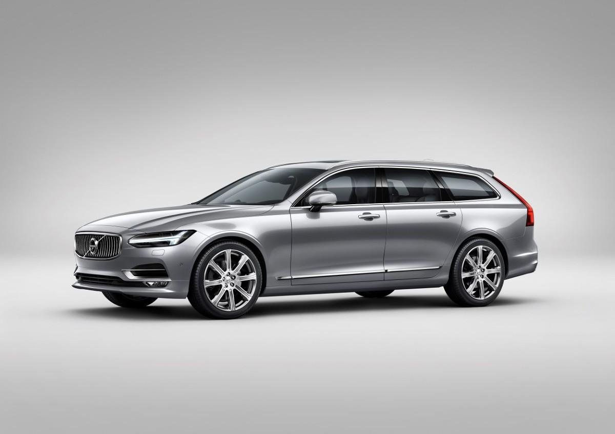 Volvo przygotowuje się na targi Motor Show. Na stoisku marki w hali nr 3 będzie można zobaczyć premiery motoryzacyjne, które miały miejsce podczas targów w Genewie, zaledwie miesiąc wcześniej. Volvo V90 i S90 to dwie najgorętsze premiery motoryzacyjne tego sezonu. Nie zabraknie także czteromiejscowej, luksusowej edycji Volvo XC90 Excellence oraz sportowego modelu S60 Polestar.  Fot. Volvo