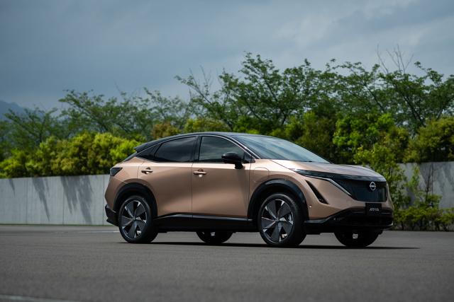 Nissan zaprezentował dziś w Jokohamie nowy model Ariya. Ten elektryczny crossover coupé ma otworzyć nowy rozdział w historii samochodów elektrycznych Nissana.   Fot. Nissan