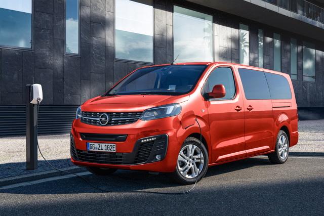 Opel Zafira-e Life  Opel kontynuuje elektryfikację swojej gamy produktowej, wprowadzając w pełni elektryczny, flagowy wariant modelu Zafira Life. Auto ma być oferowane z maksymalnie dziewięcioma miejscami siedzącymi oraz w trzech wariantach długośc  Fot. Opel