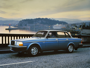 Volvo 240 I (1974 - 1993) Sedan