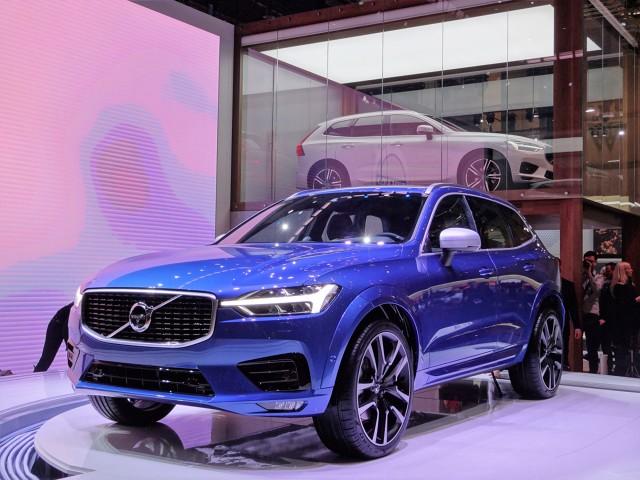 Volvo XC60   Volvo Car Poland ogłosiło ceny najnowszego modelu XC60. Początkowo będzie dostępny wyłącznie z mocniejszymi jednostkami napędowymi, bogatymi pakietami wyposażenia, napędem na cztery koła i z automatycznymi skrzyniami biegów.  Fot. Tomasz Szmandra