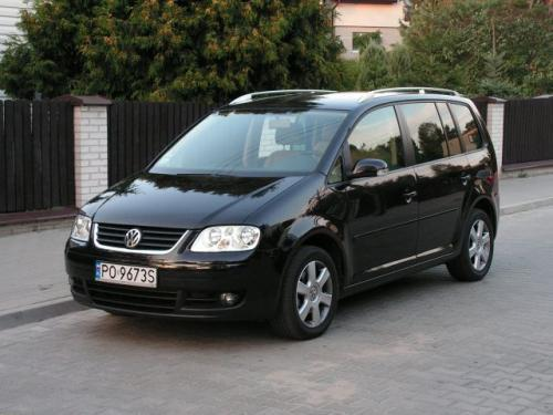 Fot. Ryszard Polit: VW Touran wykorzystuje płytę podłogową VW Golfa. Touran to pojazd 5-osobowy, ale można dokupić dwa dodatkowe fotele montowane w 3. rzędzie.