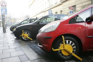 Blokada na koła. Kierowcy grozi nie tylko mandat za złe parkowanie