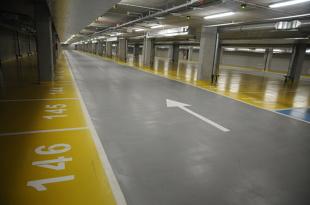 Garaż i miejsce postojowe. Zbędny wydatek czy inwestycja warta uwagi?