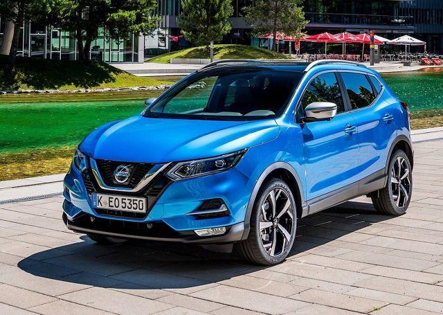 """Nissan Qashqai  Odmiana wyposażona w pakiet bezpieczeństwa niewymagający dopłaty to N-Connecta. Samochód wyposażony w silnik benzynowy 1,2 o mocy 115 KM kosztuje zgodnie z cennikiem promocyjnym od 91 450 zł – standardowa cena tego modelu z 2018 roku to 98 450 zł.  W standardzie znalazł się system rozpoznawania znaków drogowych, automatycznie przyciemniane lusterko wsteczne, system ostrzegania o niezamierzonej zmianie pasa ruchu, system automatycznego hamulca awaryjnego orz przednie i tylne czujniki parkowania. Dodatkowo na liście można znaleźć system nawigacji NissanConnect z 7"""" ekranem dotykowym i kamerę cofania.  Fot. Nissan"""
