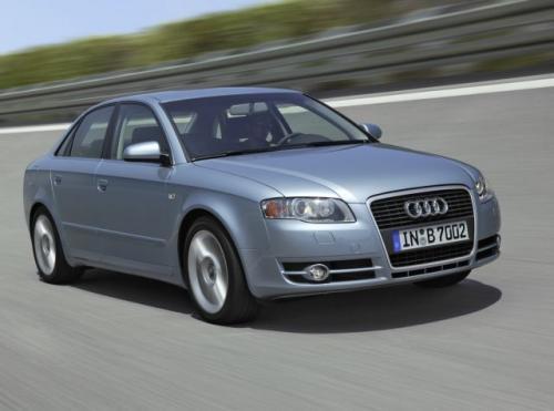Fot. Audi: Nowe Audi A4 ma charakterystyczny wlot powietrza nawiązujący do przeszłości i wspólny z innymi modelami tego producenta. Długość pojazdu zwiększyła się nieznacznie.
