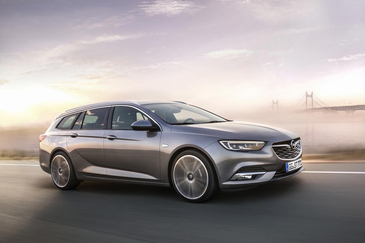 Opel Insignia Sports Tourer  Nowy Opel Insignia Sports Tourer jest nawet o 200 kilogramów lżejszy od poprzednika — w zależności od zespołu napędowego i wersji wyposażenia. Zmniejszenie masy było możliwe dzięki zastosowaniu lekkich materiałów. Druga generacja Insignii wyróżnia się bagażnikiem o pojemności 1640 litrów — czyli o ponad 100 litrów większym niż w poprzedniej generacji.  Fot. Opel