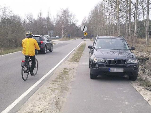 Unieście - Łazy: Ścieżka rowerowa to nie parking