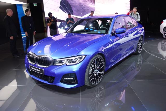 BMW Serii 3   czterocylindrowe silniki benzynowe (2,0 l), czterocylindrowe jednostki wysokoprężne (2,0 l) i jeden rzędowy, sześciocylindrowy, diesel (3,0 l).  Fot. Ryszard M. Perczak