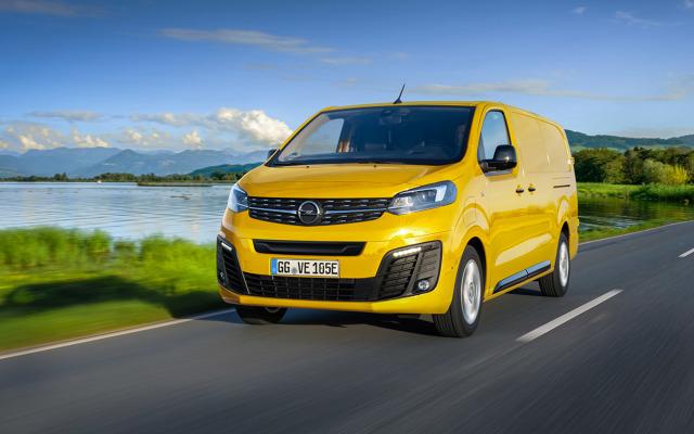 Dynamiczna elektryfikacja w motoryzacji obejmuje już praktycznie wszystkie możliwe segmenty samochodów. Siłą rzeczy proces ten nie omija także aut użytkowych. Tym razem sprawdziliśmy, czym chce się pochwalić Opel. Oto nowe Vivaro-e i Zafira-e Life.  Fot. Opel