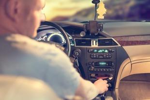 Senność za kierownicą. Jak zaradzić zmęczeniu podczas jazdy?