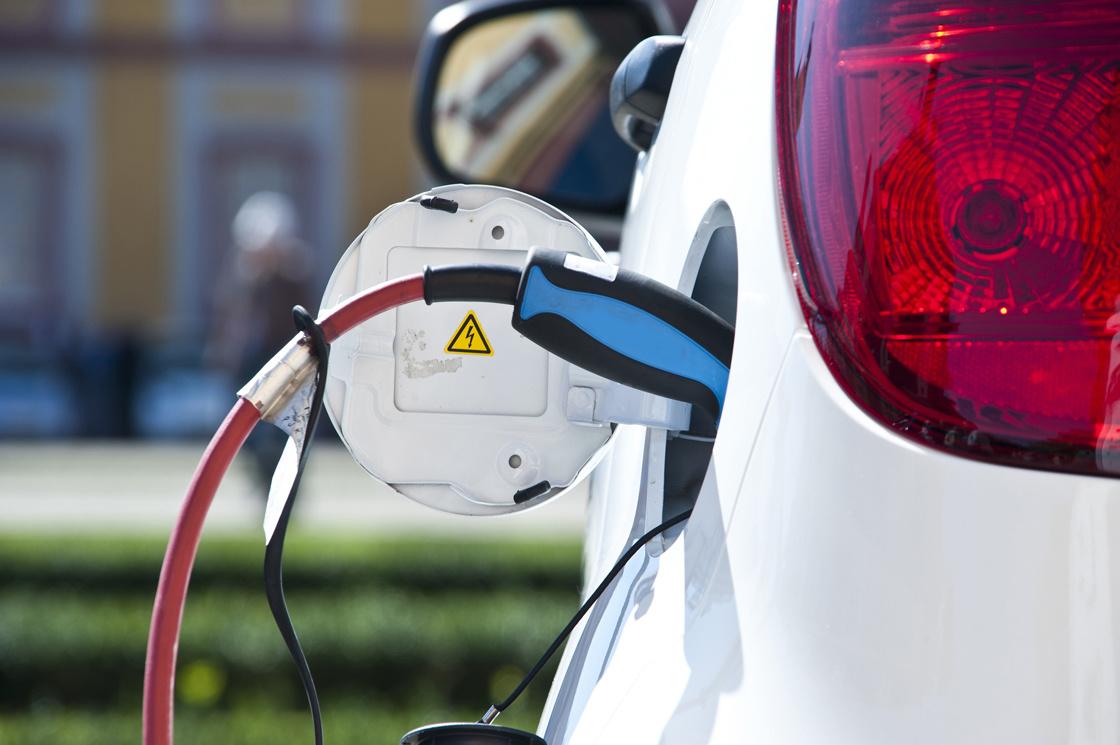 Wartość odsprzedaży to jedna z ważnych składowych całkowitych kosztów posiadania samochodu. Dotyczy to także aut elektrycznych. Jakie modele w tej grupie mają najwyższą wartość rezydualną? Fot. Electric. Red Marlin