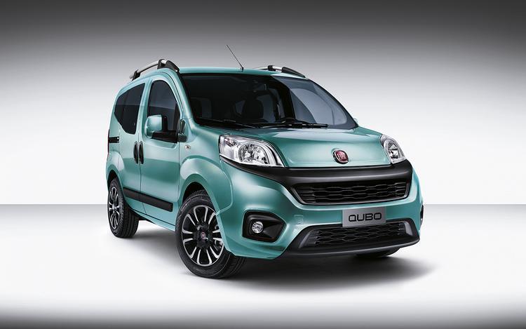 Fiat Qubo   Auto mierzy 3,9 m długości i posiada 2500 litrów maksymalnej pojemności przewozowej. Na różnorodność nie można narzekać, gdyż do wyboru przewidziano 16 różnych konfiguracji siedzeń.   Fot. Fiat