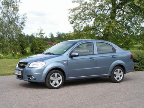Fot. Maciej Pobocha: Na naszym rynku odnowiony Chevrolet Aveo sedan jest dostępny z dwoma silnikami benzynowymi:1,2 l/72 KM i 1,4 l/94 KM. Polecamy mocniejszą jednostkę napędową.