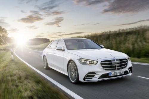 Mercedes Klasy S  W Niemczech nową Klasę S będzie można zamawiać od połowy września 2020 r., a pierwsze samochody pojawią się u dealerów w grudniu 2020 r. Wprowadzenie na rynku USA i Chin rozpocznie się w lutym 2021 r.  Fot. Mercedes-Benz