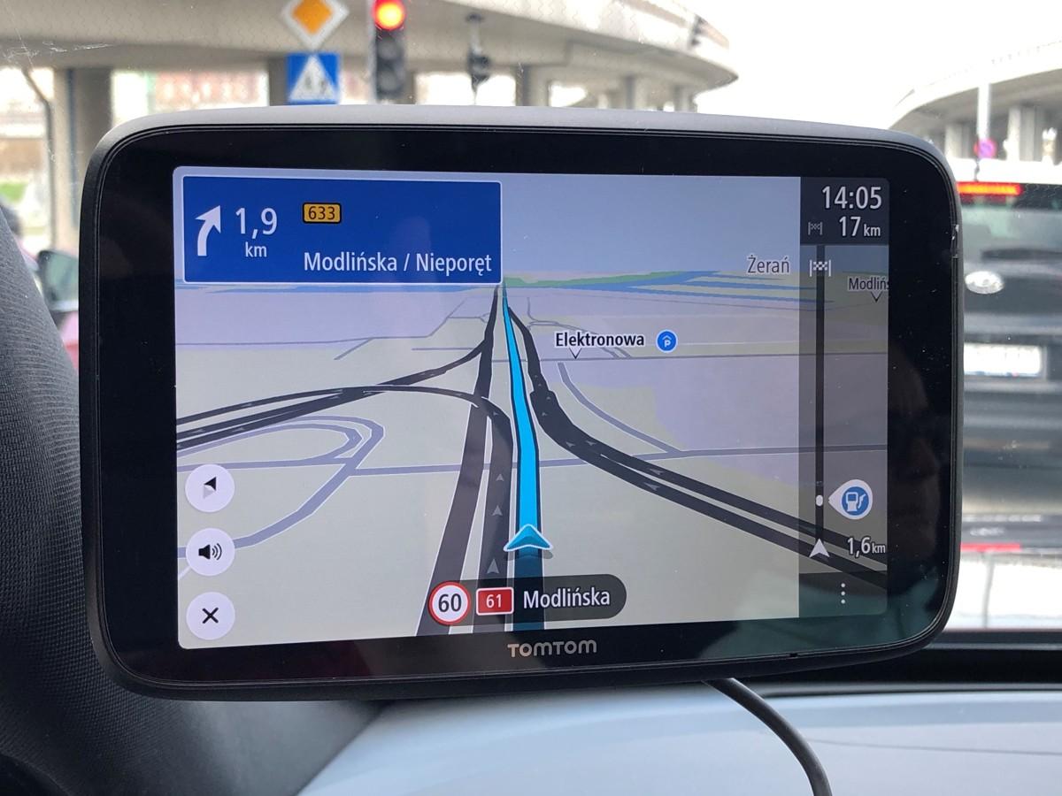 Kilka tygodni temu TomTom wprowadził na rynek nową nawigację TomTom Go Discover, która może być dostępna w trzech rozmiarach ekranu: 5-, 6- i 7-cali. Jak zawsze w portfolio marki urządzenie wykonane jest z dużą dbałością, a możliwość szybkiej aktualizacji map jest po prostu rewelacyjna! Fot. Mark Horn