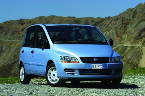Fot. Fiat: Multipla napędzana silnikiem 1,6 l/103 KM zużywa w mieście ok. 11 l paliwa na 100 km przy umiarkowanie dobrej dynamice.