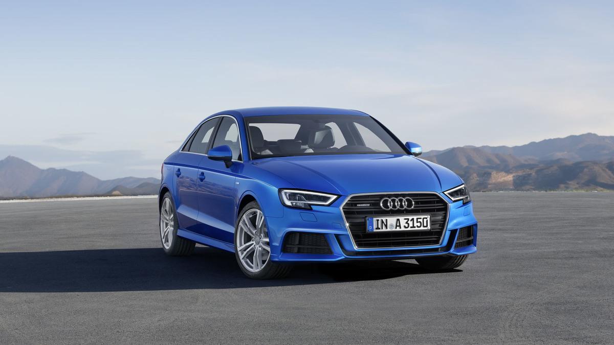 Audi A3   W przedniej części samochodu znajdziemy m.in. nowe reflektory z charakterystycznym wcięciem i techniką Matrix LED, które nawiązują do modelu A4. Dodatkowo zmodyfikowana została kratka grilla. Pojawiły się nowe wzory felg z lekkich stopów o średnicach od 16 do 19 cali.  Fot. Audi