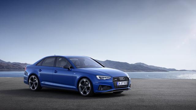 """Audi A4   W roku modelowym 2019, Audi A4 Limousine i Audi A4 Avant zyskają odmienioną stylistykę. Ponadto pojawi się zupełnie nowy pakiet wyposażenia """"S line competition"""", a sprzedaż pojazdu rozpocznie się w trzecim kwartale tego roku.   Fot. Audi"""