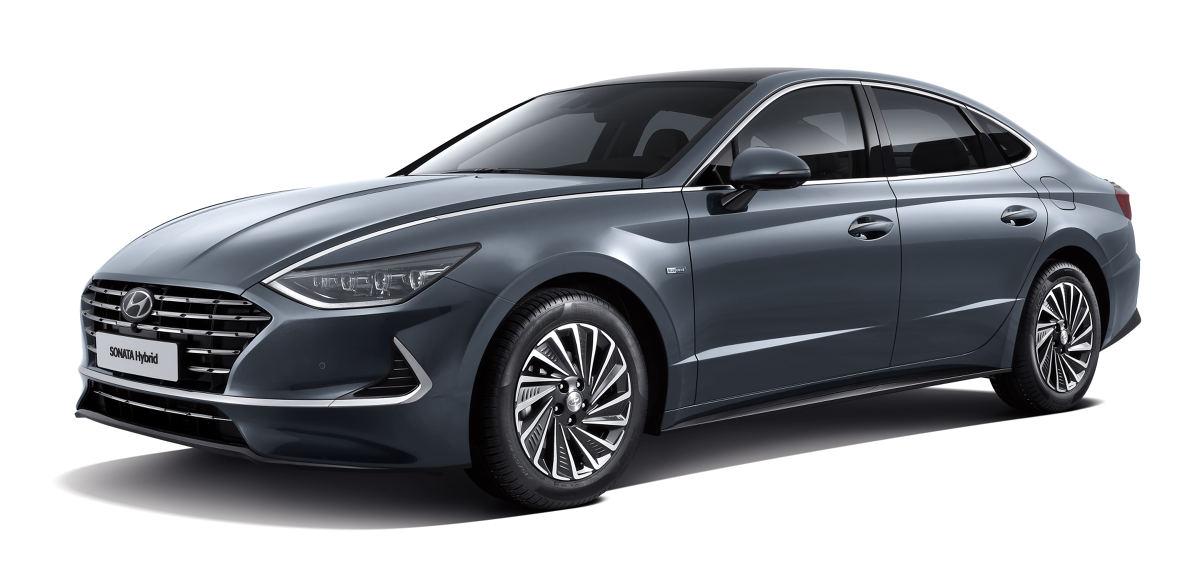 Hyundai Sonata Hybrid   Hyundai Motor zaprezentował Sonatę Hybrid, pierwszy model na świecie oferujący technologię Active Shift Control (ASC), który jest również wyposażony w system paneli słonecznych.  Fot. Hyundai