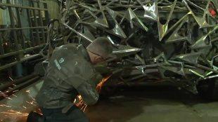 """Samochód z """"Mad Maxa"""". Rosjanin przerabia stare pojazdy (video)"""