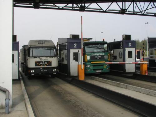 Fot. Arkadiusz Ławrywaniec: Od 1 kwietnia kierowcy tirów nie będą płacić za przejazd autostradami A2 i A4.