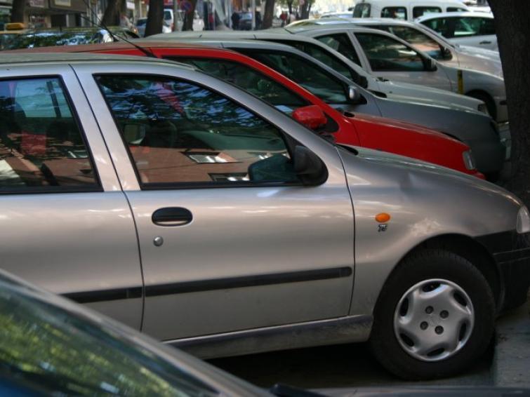 Polacy na potęgę kupują auta używane. Średnia cena - 12 tys. zł