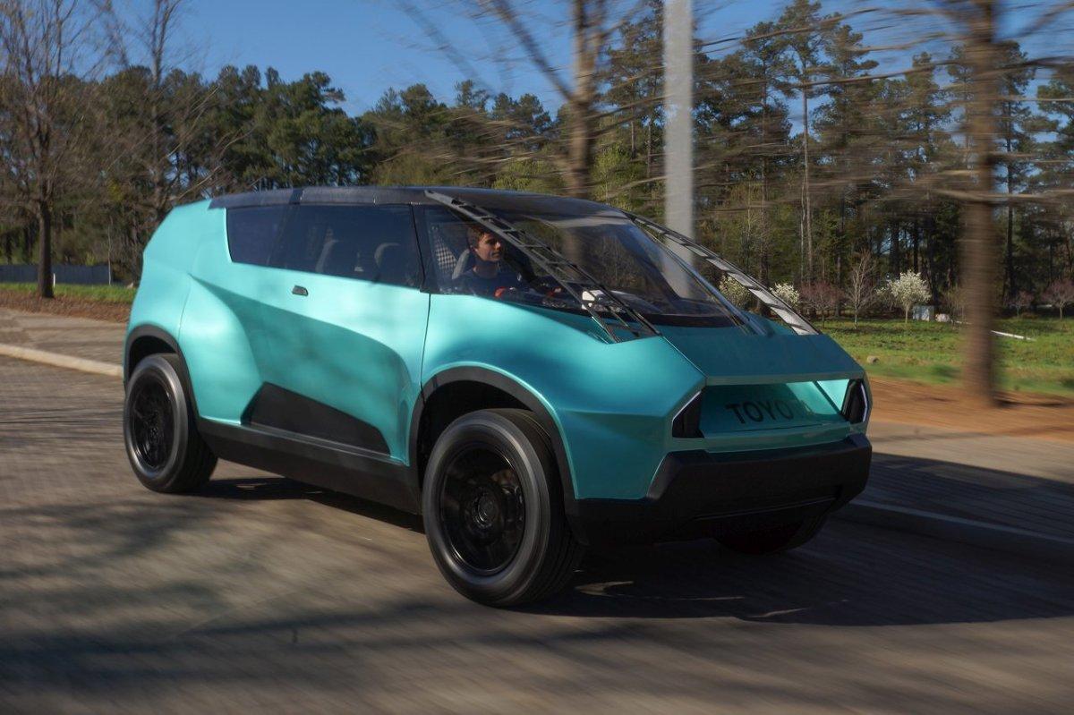uBox concept   Koncepcyjny  powstał z myślą o młodych przedsiębiorcach. Można w nim wygodnie spędzić aktywny weekend lub urządzić sobie mobilne biuro w tygodniu pracy. W ogromnej przestrzeni bagażowej zmieści się i rower, i paczki z produktem, które trzeba dostarczyć do klienta.  Fot. Toyota