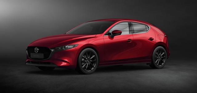 Mazda 3   Gama silnikowa to benzynowe jednostki Skyactiv-G o pojemnościach 1,5 i 2,0 l, diesla 1.8 Skyactiv-D oraz po raz pierwszy w seryjnie produkowanym modelu motor Skyactiv-X SPCCI (Spark Plug Controlled Compression Ignition), który łączy w sobie zalety diesla i benzyniaka.  Fot. Mazda