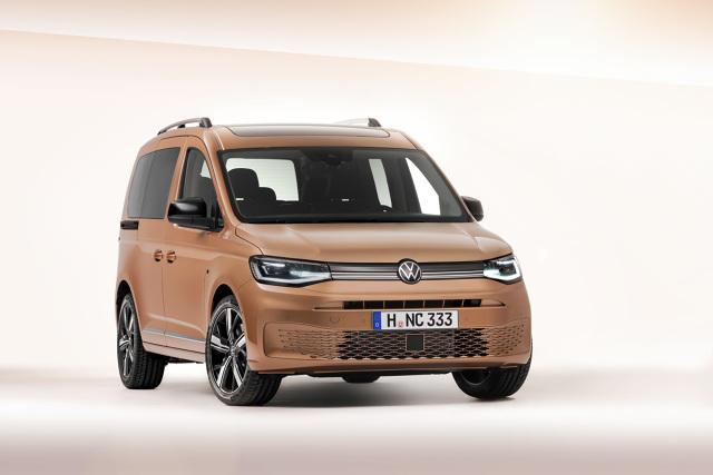 Volkswagen Caddy   Nowy Caddy pojawi się - podobnie jak jego poprzednik – w różnych wersjach nadwozia: jako furgon, kombi i wielu wersjach samochodu osobowego. Nazewnictwo linii wersji osobowych zostało zmienione: model bazowy będzie się teraz nazywał 'Caddy', wersja wyższa specyfikacji to 'Life' i w końcu wersja premium to 'Style'. Wszystkie nowe wersje są lepiej wyposażone niż wersje modelu poprzedniego.  Fot. Volkswagen