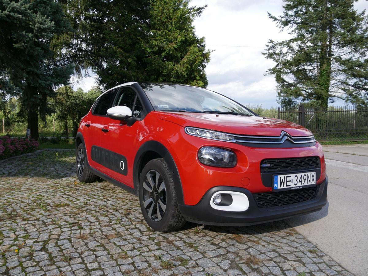 Citroën C3   Różne rodzaje pożyczek i leasingów, możliwość odkupu posiadanego pojazdu… Firmy motoryzacyjne robią wiele, aby klient, który decyduje się na nowe auto, nie musiał długo i namiętnie szukać na nie pieniędzy. Przykładem jest Citroën, oferujący trzy formy finansowania zakupu samochodu.  fot. Motofakty.pl