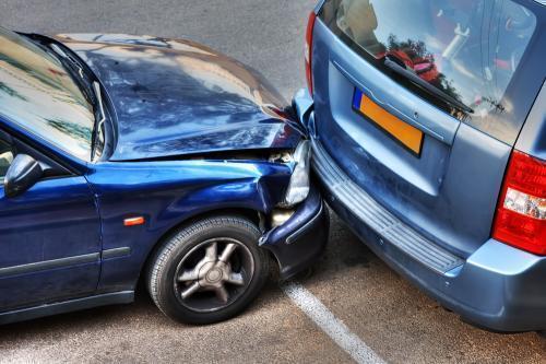 Z punktu widzenia ubezpieczycieli bardziej opłacalne jest likwidowanie szkody jako całkowitej niż częściowej / Fot. Shutterstock