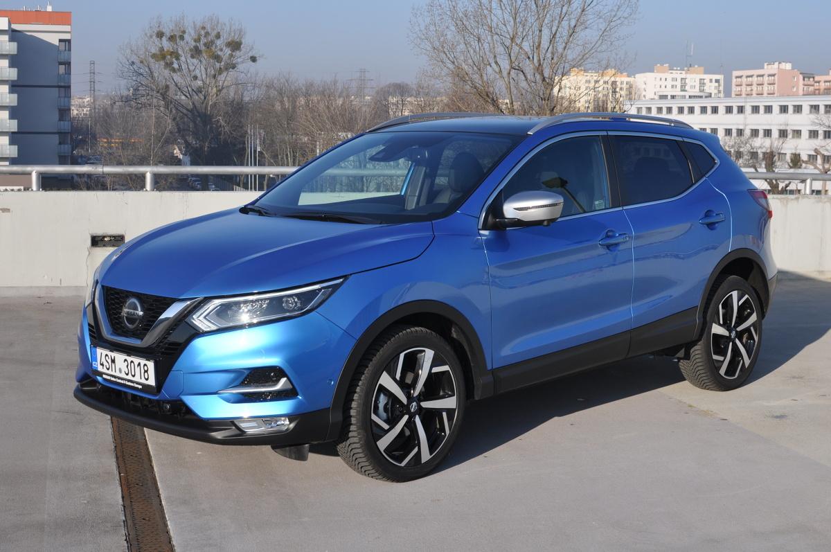 Nissan Qashqai to klasyka kompaktowego crossovera. Auto od lat jest hitem sprzedaży, także w Polsce. Jesienią pod maski tego szlagieru trafiły nowe silniki. Ewidentnie zbyt slaby silnik 1.2 DIG-T został zastąpiony niewiele większym, ale wyraźnie mocniejszym 1.3 DIG-T. Właśnie takie auto trafiło do naszej redakcji.   Fot. Jakub Mielniczak