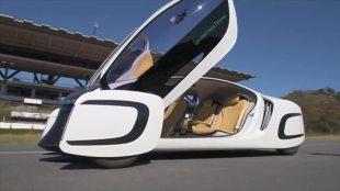 Samochód przyszłości. Japończycy zbudowali auto z plastiku (video)