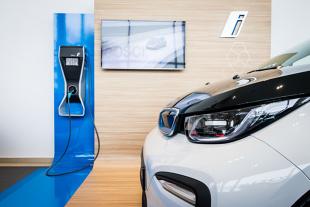 Hybryda plug-in a auto elektryczne. Jaka jest różnica?